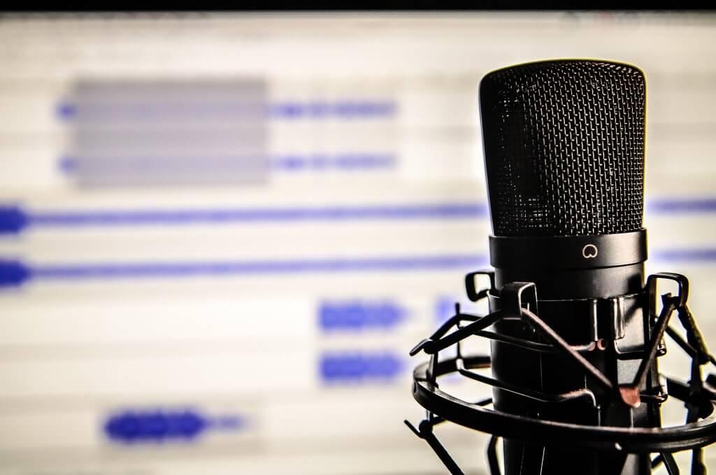 Podcasts aufnehmen mit Mikrofon und PC.