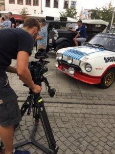 #SMARTunterwegs - Kameramann filmt einen Oldtimer